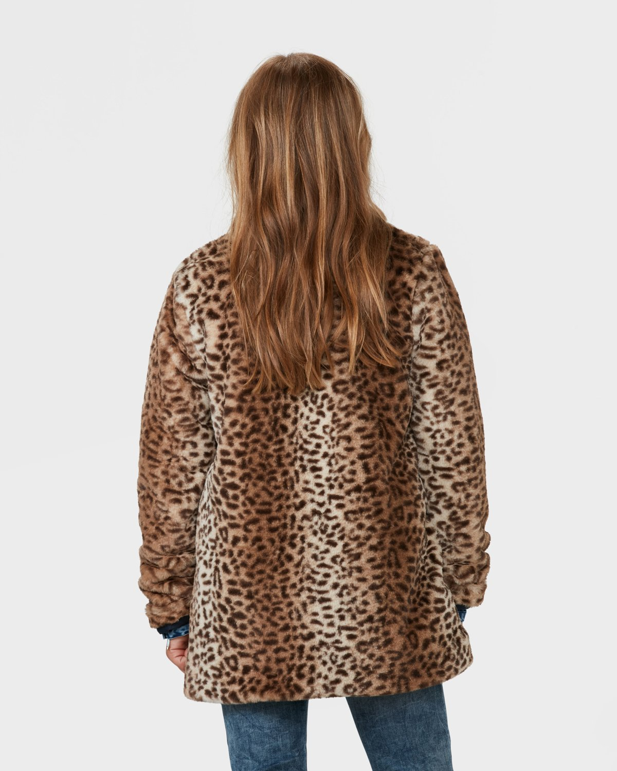Shop Wilsons Leather for women's fur & Shearling trimmed jackets & coats and more. Get high quality women's fur & Shearling trimmed jackets & coats at exceptional values.