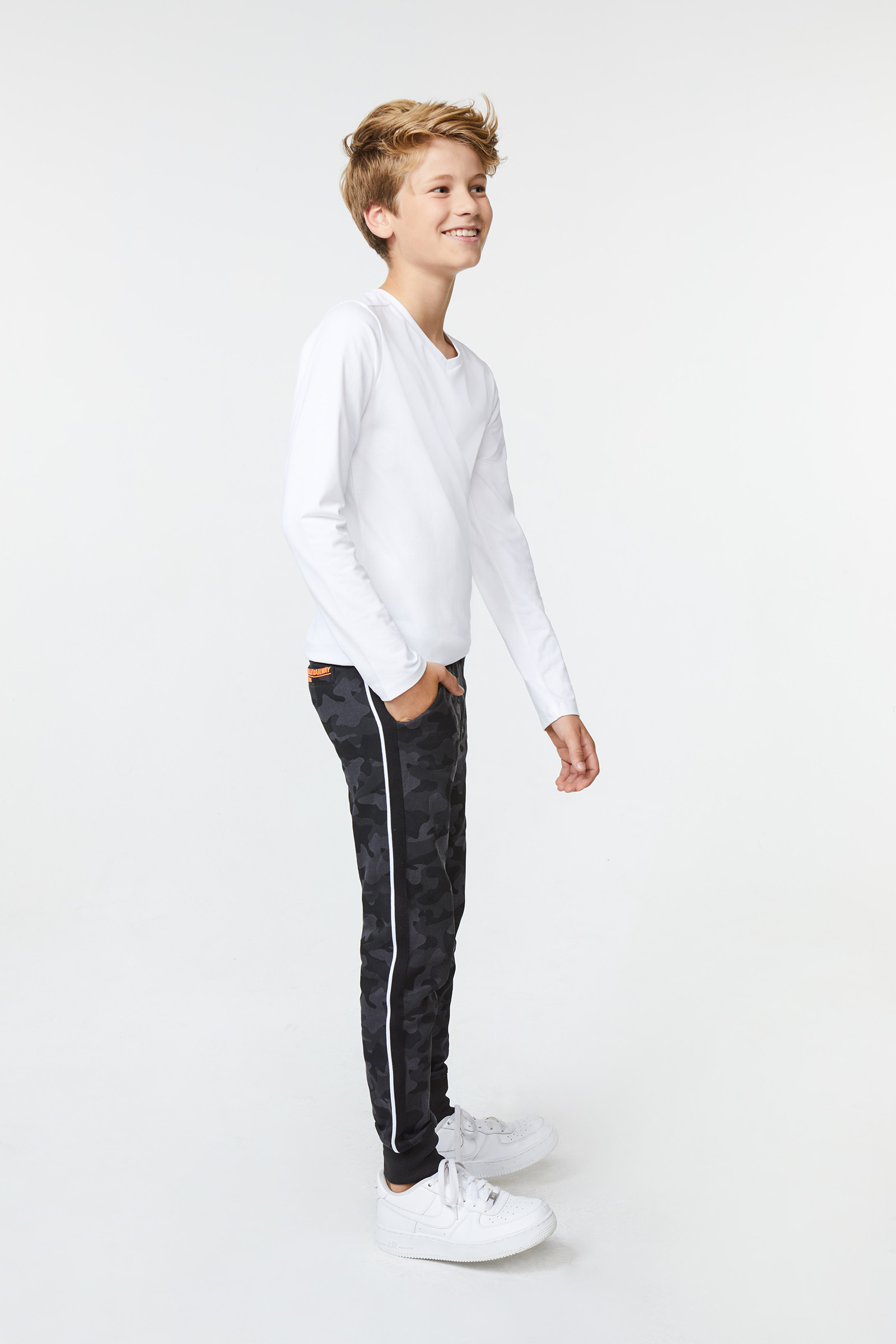 Jongens camouflage joggingbroek | 94802122 WE Fashion